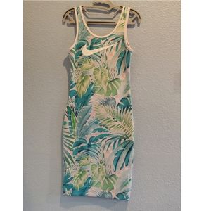 Nike Floral/Hawaiian Workout Dress Size Small